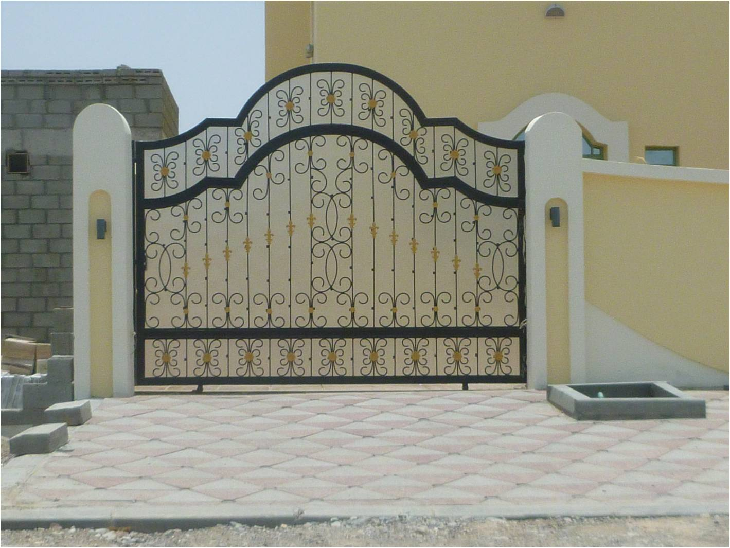 بوابات حديد خارجية للفلل والقصور الفخمة بارقي التصميمات الحديثة (8)