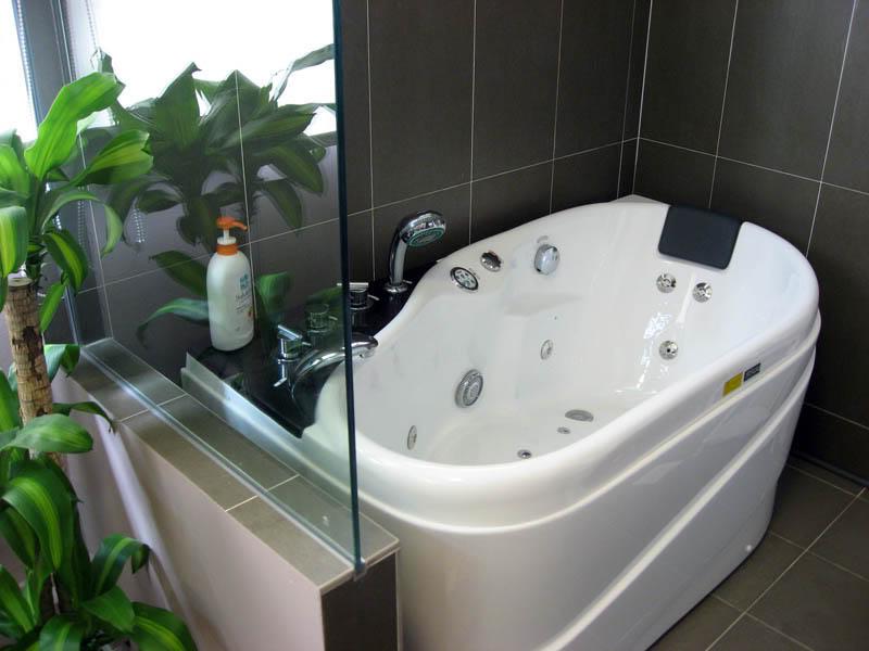 صور حمامات جاكوزي فخمة مودرن شيك للفلل والقصور (6)