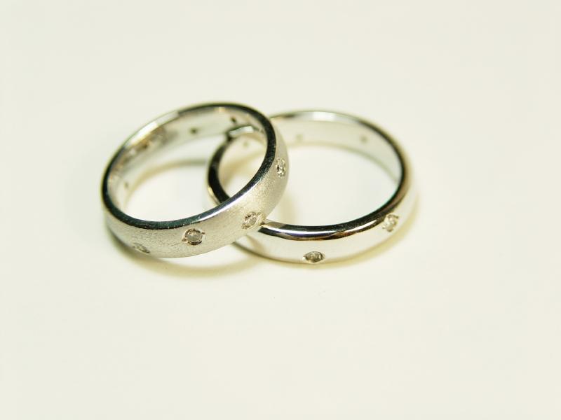 صور خواتم زواج ذهب والماس فخمة مودرن شيك (18)