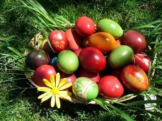صور بيض ملون لشم النسيم طريقة تلوين البيض (4)