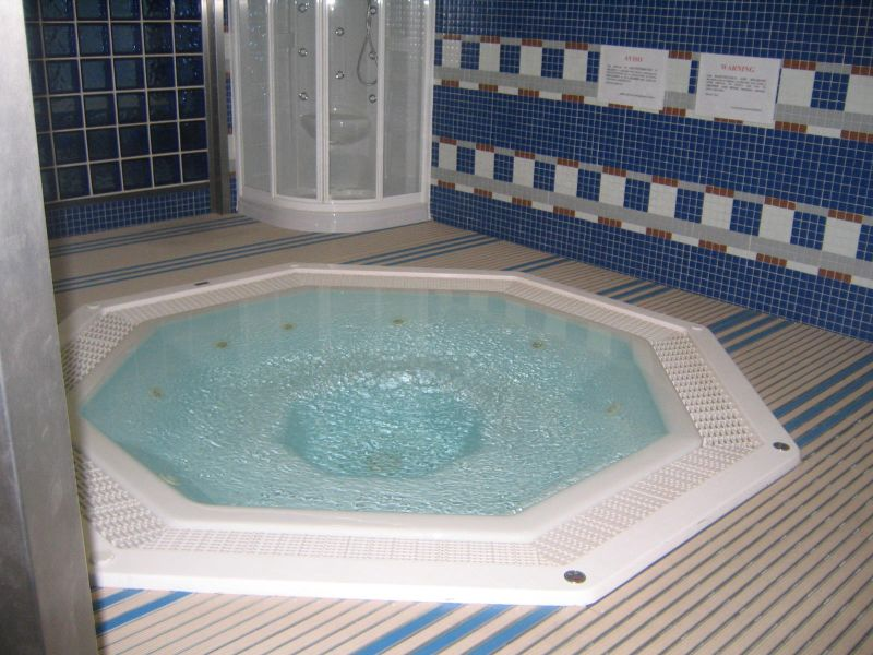 صور واشكال حمامات جاكوزي للشقق والفلل (10)