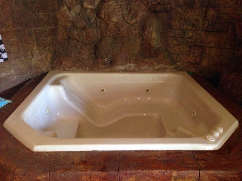 صور واشكال حمامات جاكوزي للشقق والفلل (26)