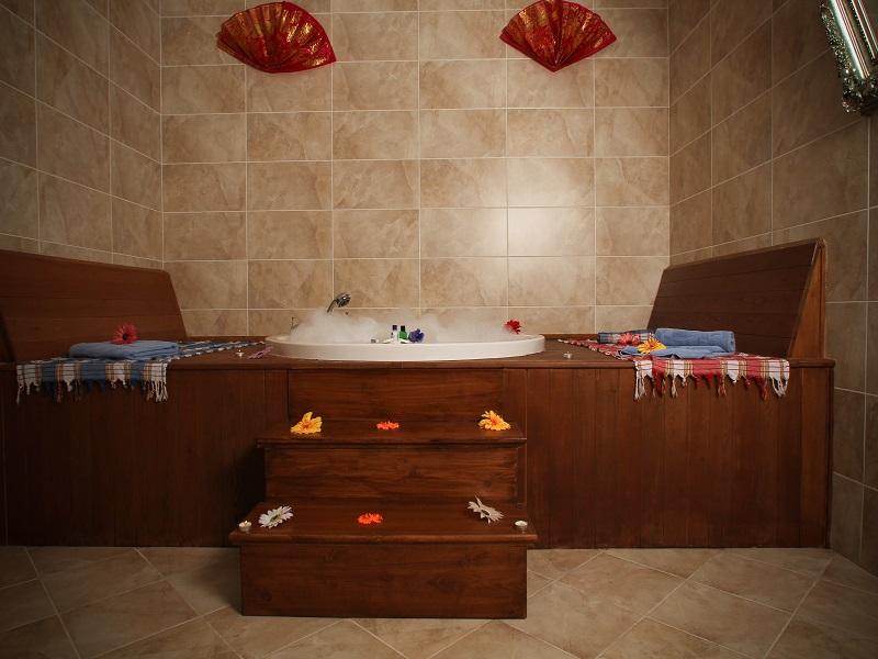 صور واشكال حمامات جاكوزي للشقق والفلل (3)
