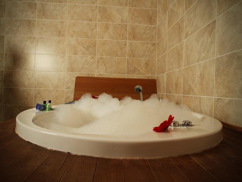 صور واشكال حمامات جاكوزي للشقق والفلل (4)