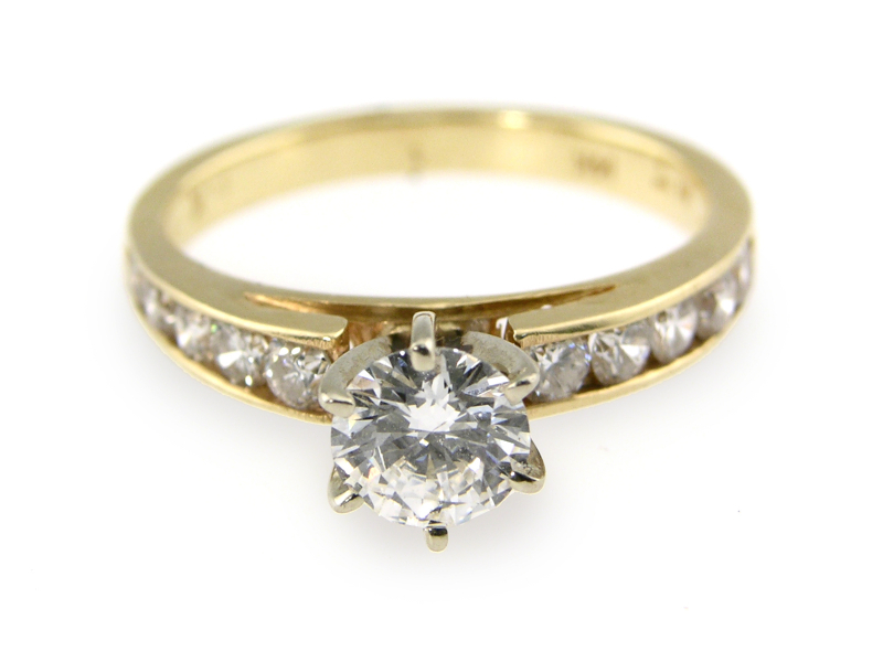 Diamond engagement ring in gold setting