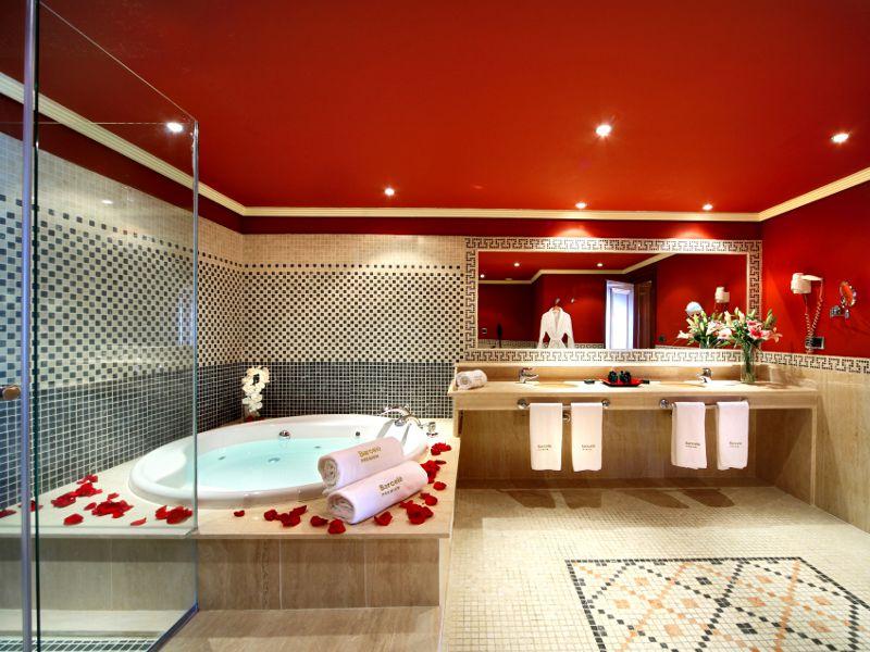 صور حمامات جاكوزي فخمة مودرن شيك للفلل والقصور (36)
