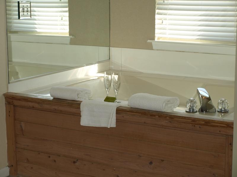 صور حمامات جاكوزي فخمة مودرن شيك للفلل والقصور (42)