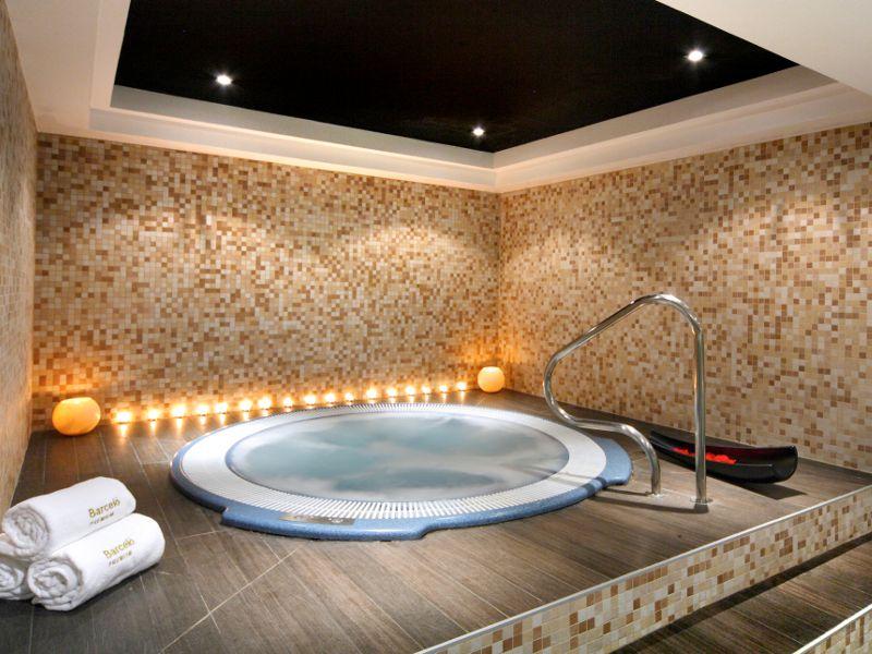 صور حمامات جاكوزي فخمة مودرن شيك للفلل والقصور (47)