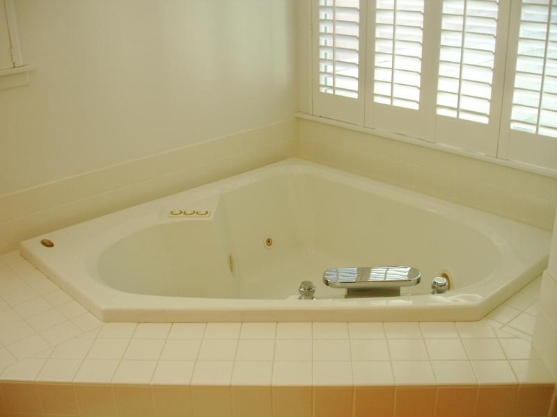 صور حمامات جاكوزي فخمة مودرن شيك للفلل والقصور (5)