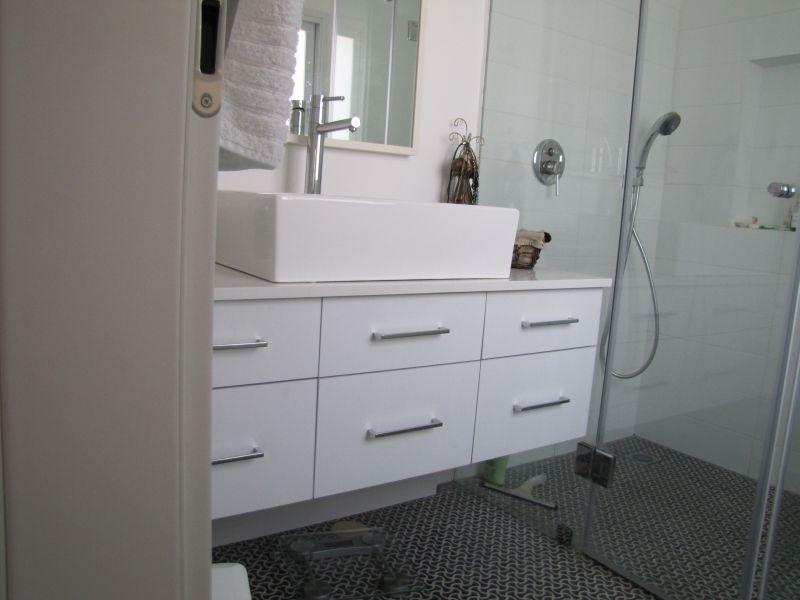 صور اطقم حمامات مودرن باشكال جديدة 2016 (18)
