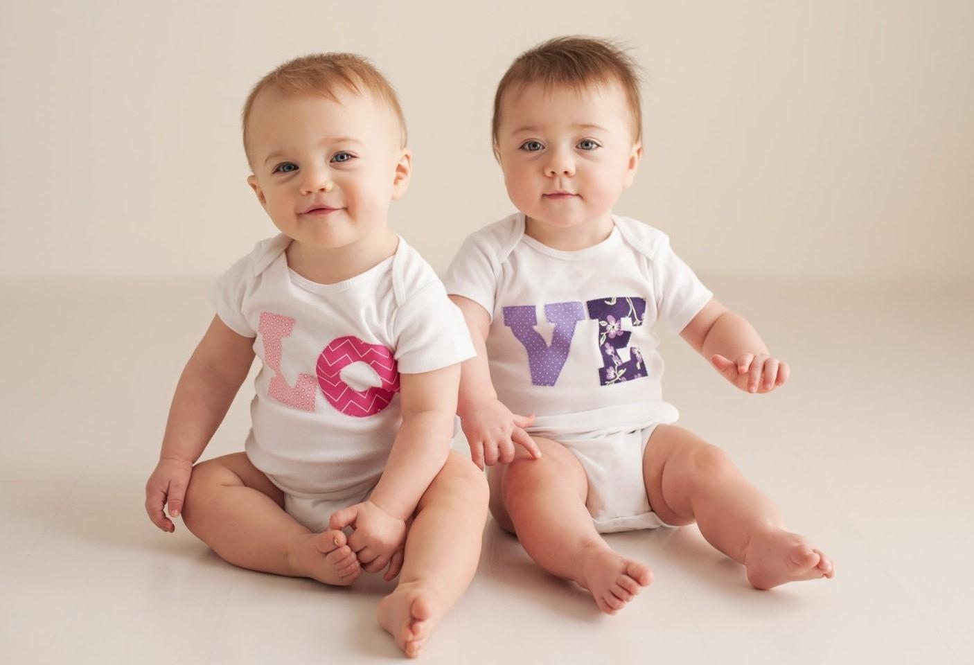 صور اطفال توائم جميلة كيوت خلفيات اطفال توأم HD (19)