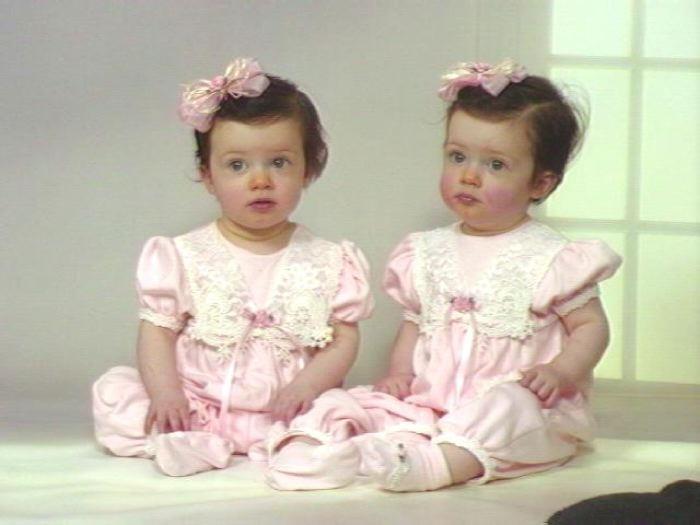 صور اطفال توائم جميلة كيوت خلفيات اطفال توأم HD (8)